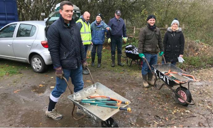 Assisting Ruxley Gravel Pits Nature Reserve Team